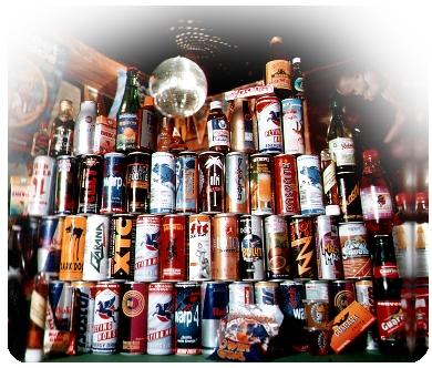 Energinius gėrimus su alkoholiu dažnai vartoja naktinių klubų lankytojai (wikipedia.org nuotr.)
