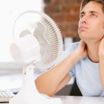 Kaip uždarose patalpose išgyventi karščius? (5 patarimai)