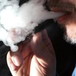 PSO siekia uždrausti rūkyti el. cigaretes viešosiose uždarose patalpose (rūko net Europarlamente!)