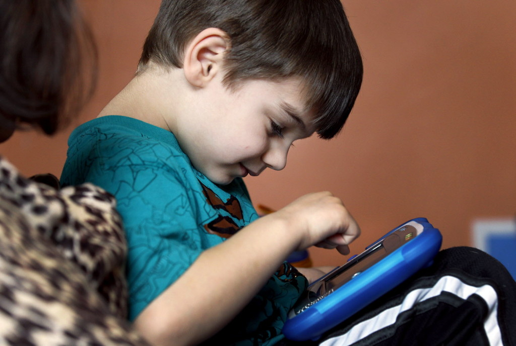 Mokslininkų pastebėti elgesio pokyčiai leidžia manyti, kad laiku diagnozuotas vaikų autizmas gali būti gydomas (wikipedia.org nuotr.)