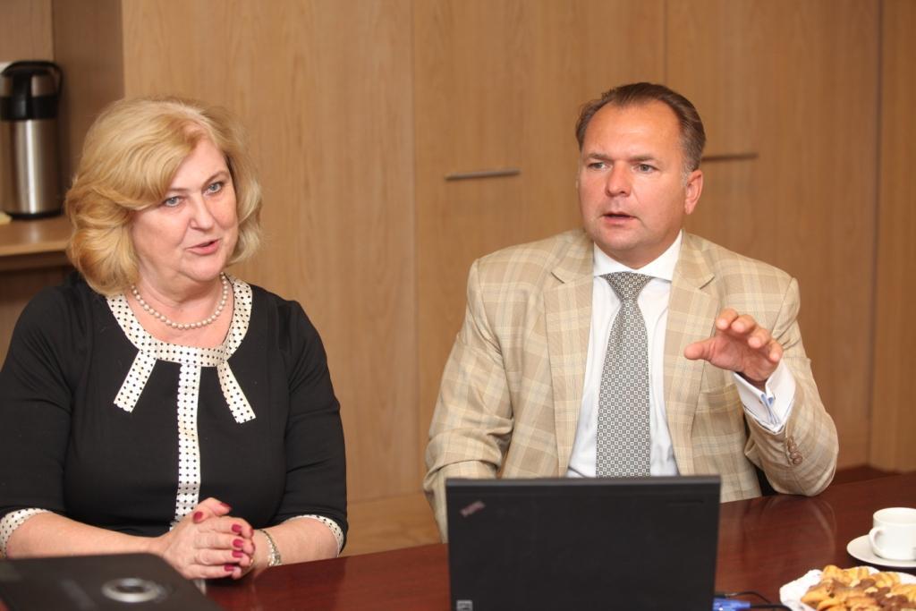 Ministrė Rimantė Šalaševičiūtė ir prof. Narimantas Evaldas Samalavičius (SAM nuotr.)