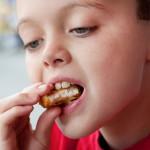 Vasarą padidėjo sergamumas žarnyno infekcijomis: dažniausiai serga vaikai, valgę netinkamai apdorotą vištieną