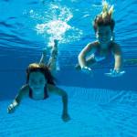 Tik kas dešimtas moksleivis yra visiškai sveikas – kuo gali padėti plaukimas?