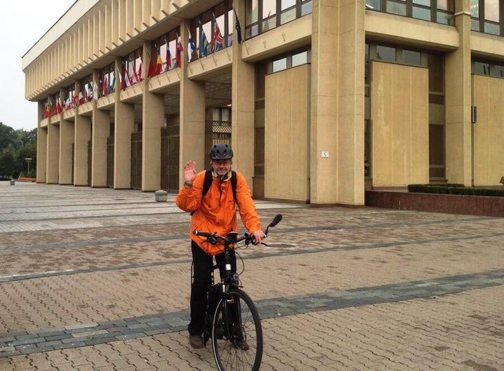 L. Balsys beveik kasdien į Seimą vyksta autobusu arba dviračiu.