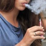 Seimas siekia uždrausti nepilnamečiams turėti ir vartoti elektronines cigaretes