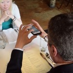 Akliesiems skirta programėlė skaito ir parduotuvės iškabas, ir restorano meniu (video)