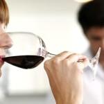 Moterys į alkoholizmą įsitraukia greičiau, bet vyrų alkoholikų – daugiau