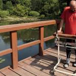 Eksperimentinė operacija pavyko – paralyžiuotas vyras vėl gali vaikščioti (video)