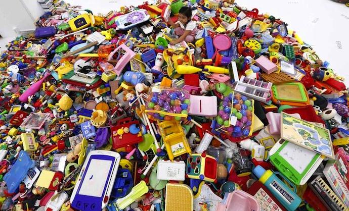 Ardančių medžiagų randama kasdien naudojamuose daiktuose ir produktuose, net ir vaikiškuose žaisluose.