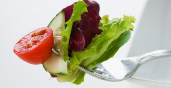 Žinant, kad kraujagyslės siauros, pirmiausia reikia sutvarkyti mitybą. (sveikata.lt nuotr.)