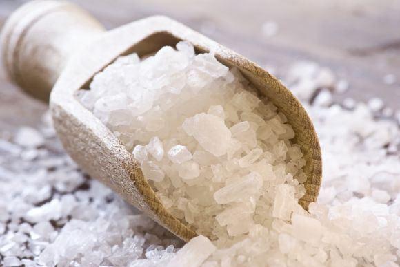 20 minučių po valgio reikia čiulpti druską, kad atstatytume skrandžio rūgščių sudėtį. (chemistryexplained.com nuotr.)