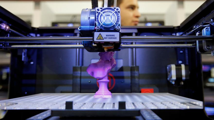 """""""Jūs turbūt girdėjote apie 3D spausdinimą, kai bandoma atspausdinti širdį. Esmė – kaip gauti tinkamą rašalą. Todėl mes ir mėginame sukurti tokius rašalus, kuriuos būtų galima naudoti audinių inžinerijos srityje, priklausomai nuo to, kokį organą reikia atspausdinti"""", – priduria mokslininkas iš Linčiopingo universiteto. (cgtrader.com nuotr.)"""
