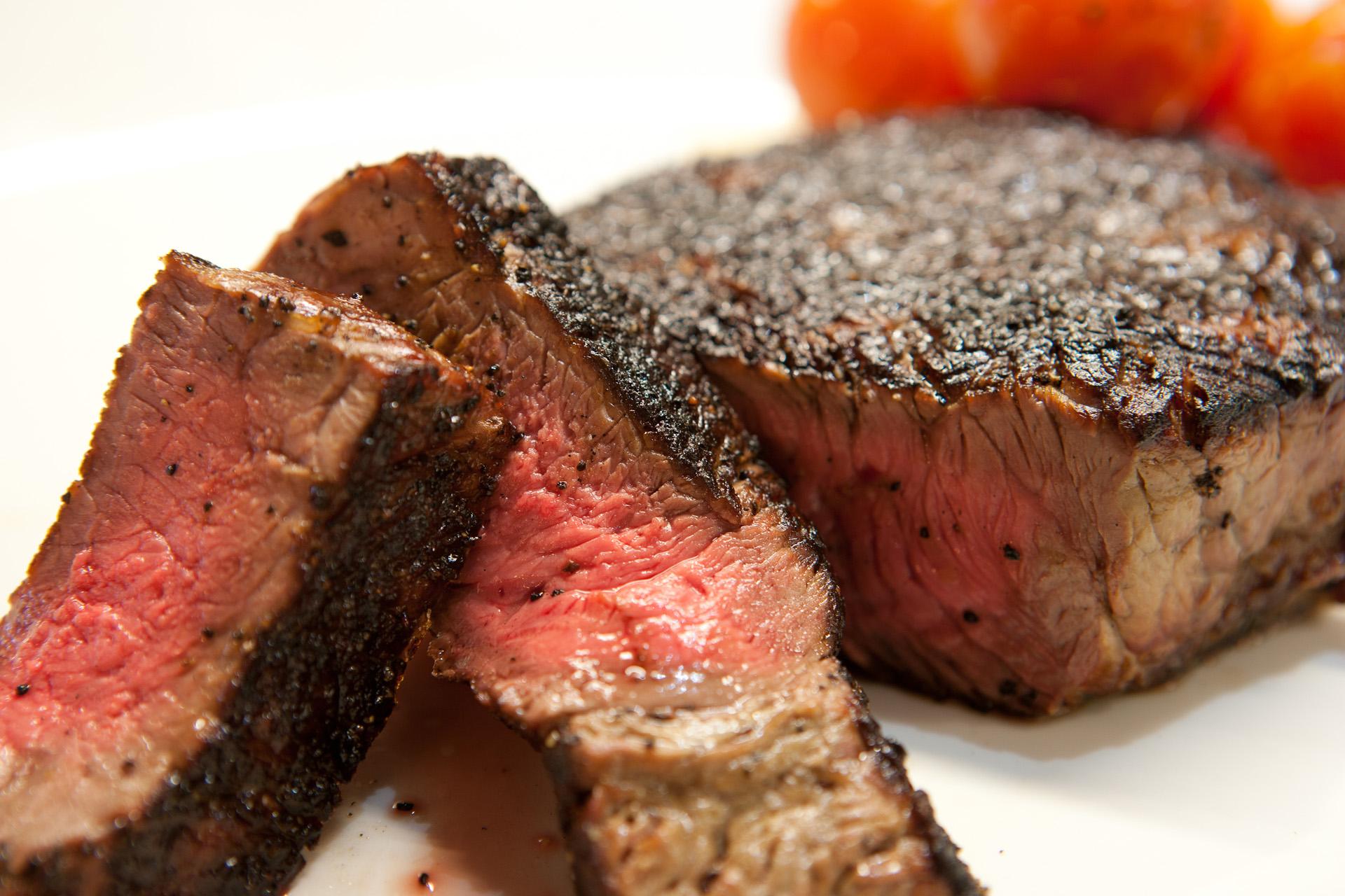 Neabejotinai daugiausiai geležies yra mėsoje, kepenyse. Geležis iš mėsos yra gerai absorbuojama – apie (20-30 proc.). (Asociatyvi nuotr.)