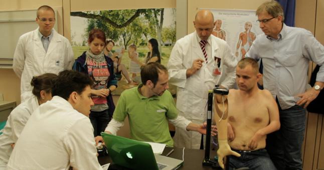 Martyno Girulio labdaros ir paramos fondas ketina Lietuvoje skleisti informaciją apie bioniką, ir, padedami specialistų, ieškoti žmonių, kuriems bionika gali padėti pagerinti gyvenimo kokybę. (15min.lt nuotr.)