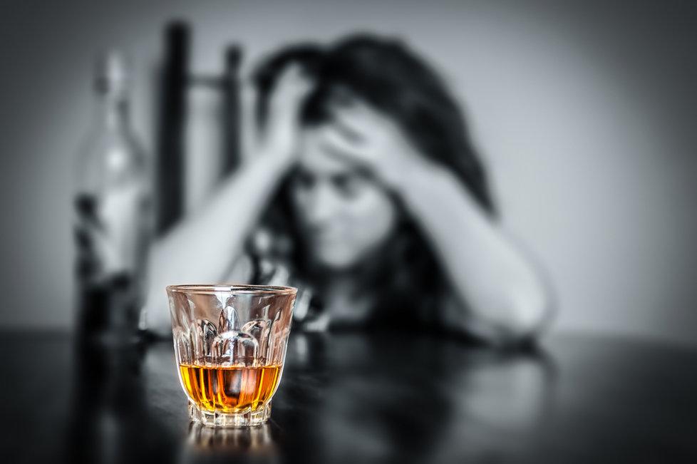 Jau seniai yra nustatyta, kad alkoholio vartojimas didina riziką susirgti daugeliu vėžio formų. Alkoholis taip pat didina kraujospūdį, kuris didina insulto ir širdies ligų riziką. (Asociatyvi nuotr.)