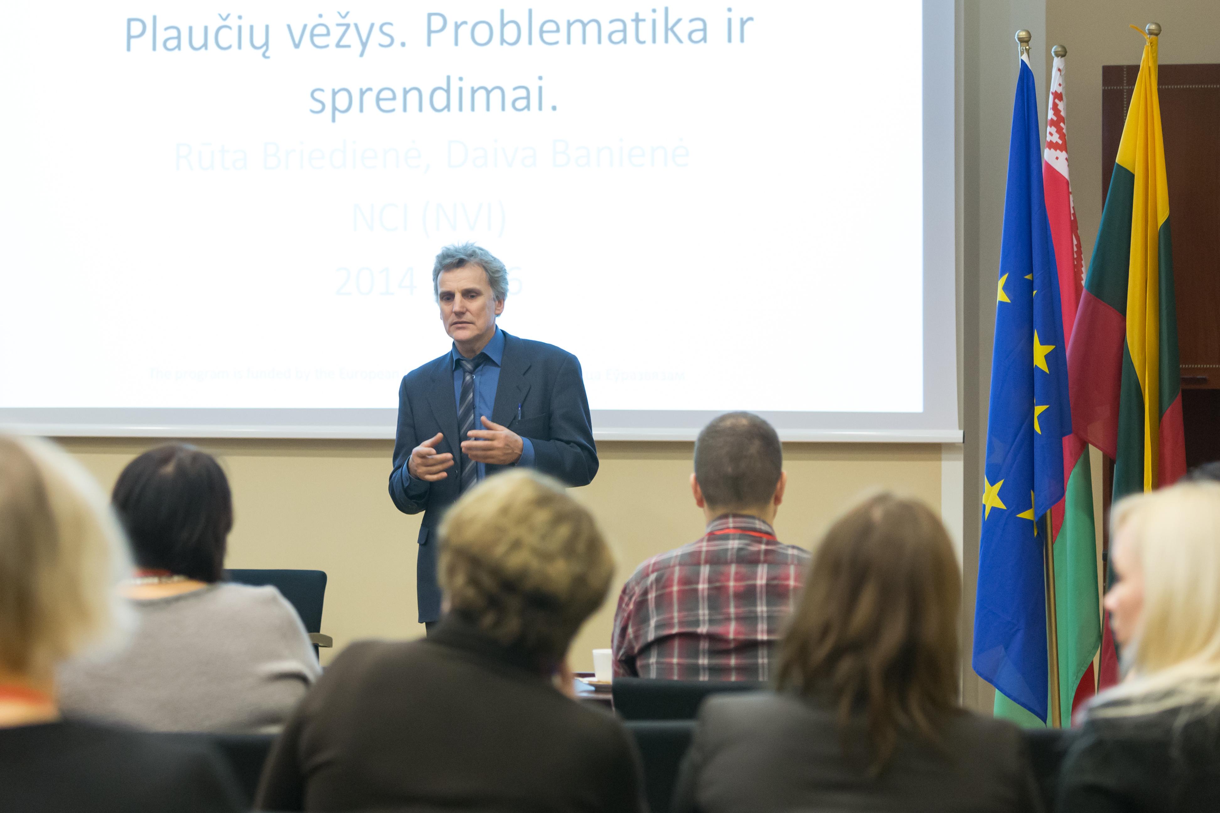Projekto vadovas Arūnas Stašionis pristato projekto rezultatus. (E. Kurausko nuotr.)
