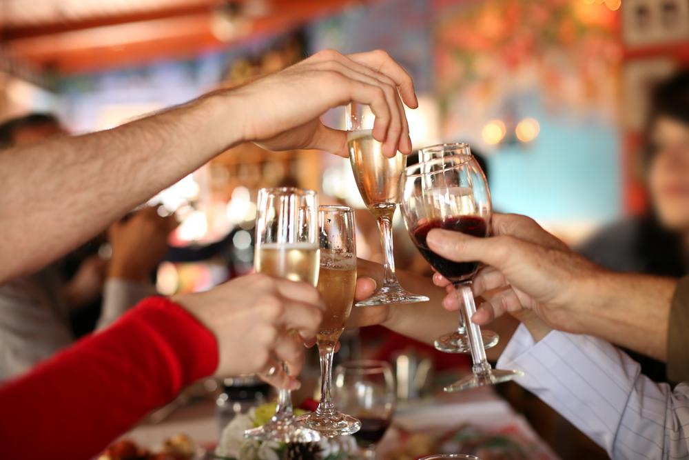Pasak gydytojos, dažniau kreipėsi žmonės, apsinuodiję alkoholiu. Tiesa, ji pažymėjo, kad dažnai ne jie patys kreipėsi, o juos vežė artimieji. (Asociatyvi nuotr.)