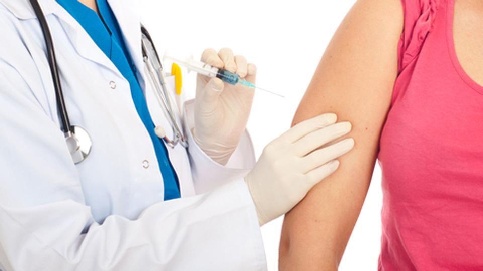 Skiepai nuo ŽPV mažina riziką susirgti gimdos kaklelio vėžiu. (Asociatyvi nuotr.)