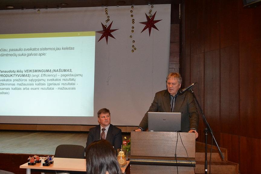 Konferencijos metu pranešimą skaito Higienos instituto Sveikatos informacijos centro direktorius Romualdas Gurevičius. (Panevėžio TLK nuotr.)