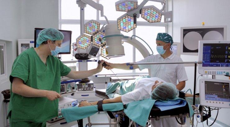 Tikimasi, kad dėl naujo spartaus gyjimo metodo gerokai sutrumpės kelio ar klubo sąnario endoprotezavimų laukiančiųjų eilės.  (Asociatyvi nuotr.)