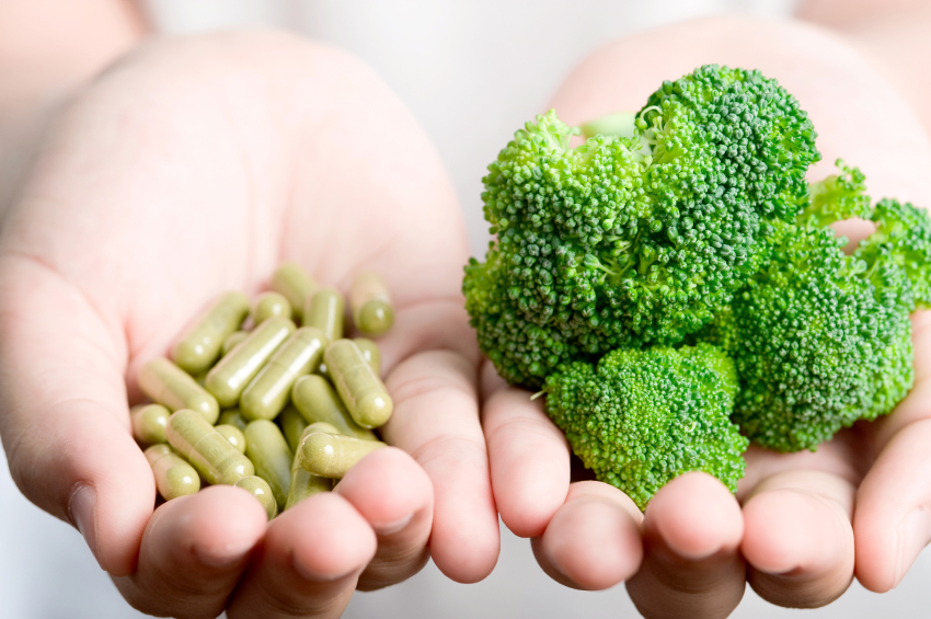 Maisto papildai išsivysčiusios ligos atveju vaisto nepakeis. Bet kai kuriais atvejais tinka ir papildai, teigia prof. R. Basevičius. (Asociatyvi nuotr.)