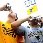 Kuri amžiaus grupė vartoja daugiausia alkoholio? Atsakymas nustebins!