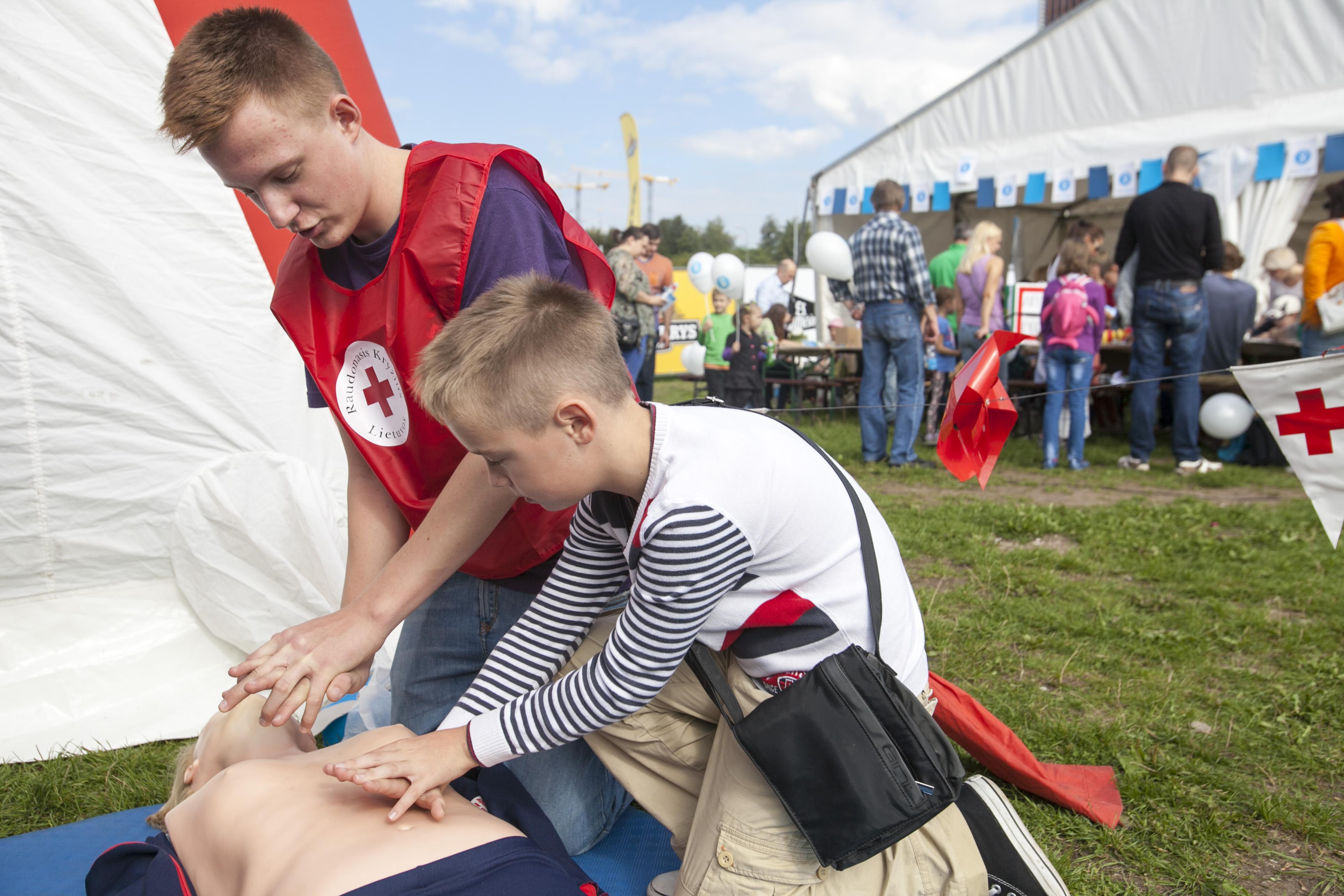 Dažnai žmonės numoja ranka ir atsainiai žiūri į gyvybės gelbėjimo įgūdžius – kol patys nesusiduria su kritinėmis situacijomis.