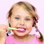Pirmieji dantukai: priežiūros reikia daugiau, nei manyta