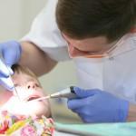 Dauguma tėvų per anksti dantų priežiūrą patiki vaikams