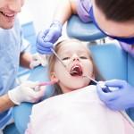 Kada turi įvykti pirmasis vaiko apsilankymas pas odontologą?