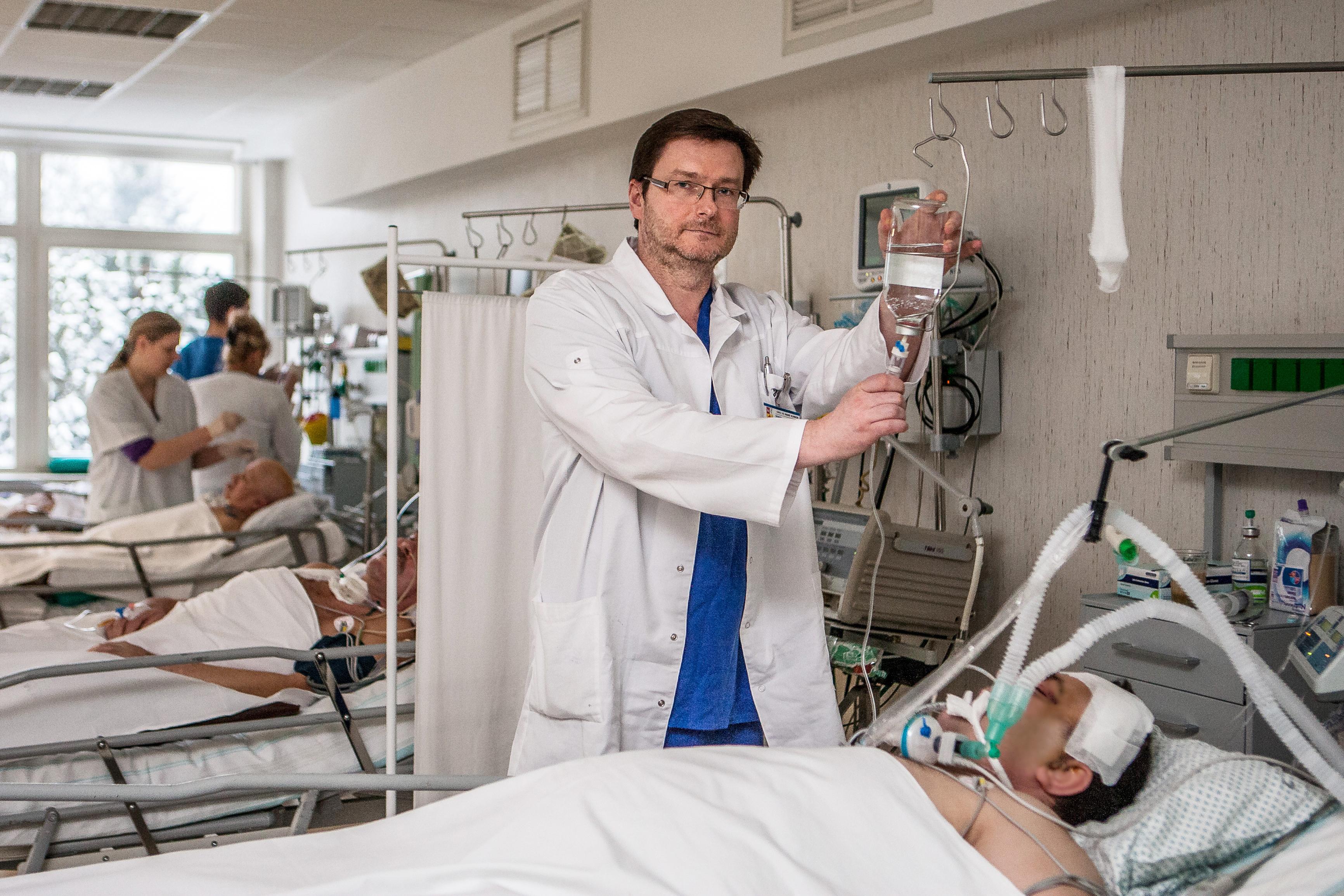 Neurochirurgijos klinikos Neurochirurgijos reanimacijos ir intensyviosios terapijos skyriaus vedėjas Tomas Tamošuitis. (Evaldo Virkečio nuotr.)