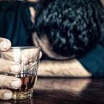 Gydytojai: pakaktų išgerti 10 ml metilo alkoholio ir žmogus apaktų