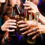 Saugaus alkoholio kiekio nėra: susirgti vėžiu rizika didėja net iki 10 proc.