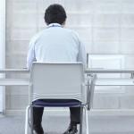 Kodėl dirbantiems sėdimą darbą turėtų rūpėti sąnariai?