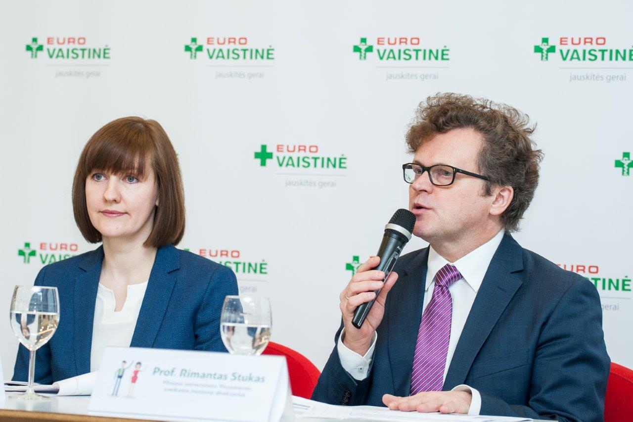 """Ingrida Damulienė, """"Eurovaistinės"""" valdybos pirmininkė ir Prof. Rimantas Stukas. (Organizatorių nuotr.)"""