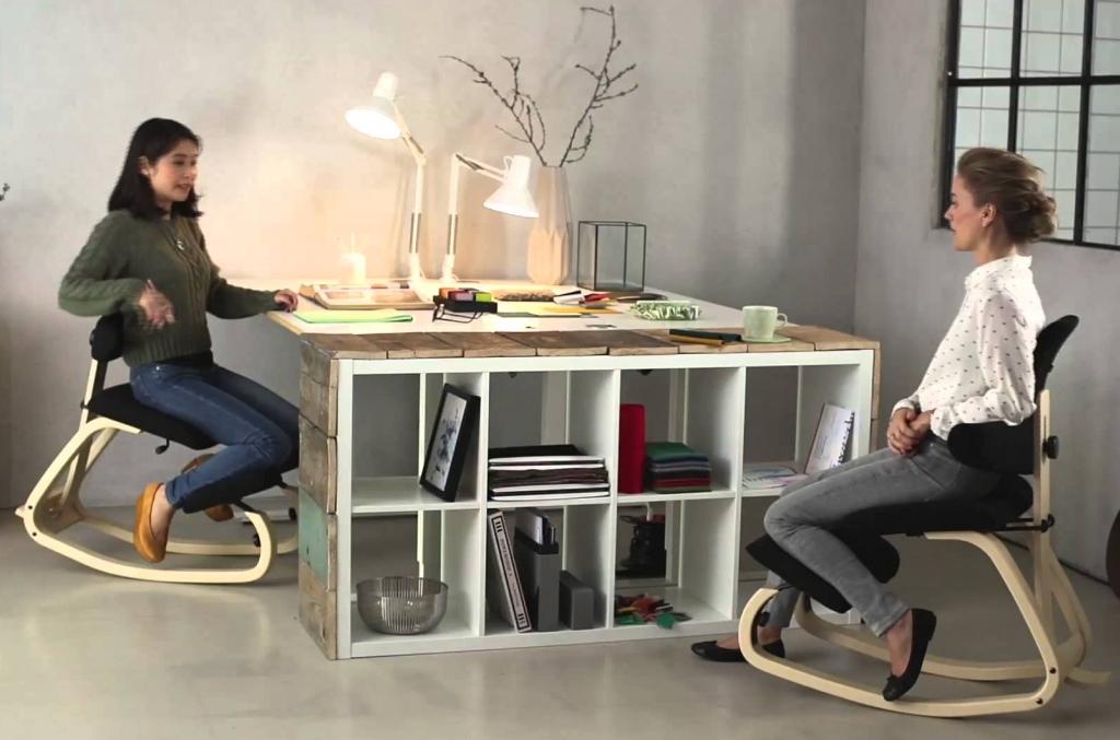 Pagrindinis tyrimo tikslas buvo išsiaiškinti, kaip pasikeičia laikysena ir liemens raumenų aktyvumas sėdint ant balansinių kėdžių. (Youtube.com kadras.)