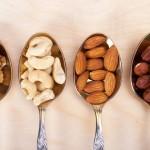Kodėl specialistai pataria suvalgyti po saujelę riešutų kiekvieną dieną?