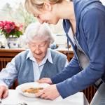 Žadama teikti daugiau ambulatorinių slaugos paslaugų namuose