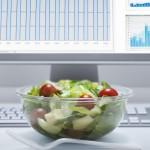 Pietūs darbe: kaip sveikai maitintis biuro darbuotojams?