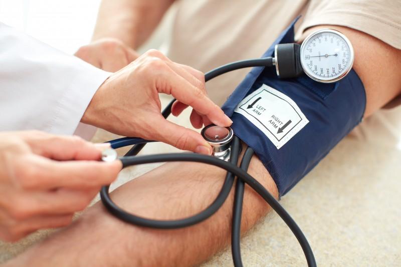 kiek žmonių miršta nuo hipertenzijos)