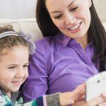 Gydytoja: televizorius akims kenkia mažiau nei išmanusis telefonas