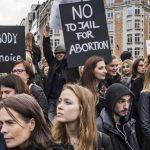 Protestuotojai triumfuoja: Lenkijoje nepritarta naujajam siūlymui uždrausti abortus