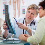Osteoporozė: rizikos grupėje – ne vien vyresnio amžiaus žmonės