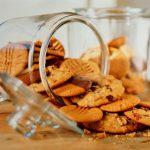 Vaikų užkandžiavimas: tėvai nerimauja dėl cukraus, tačiau elgiasi priešingai